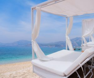 relaxation-area-spa-bed-beach_257123-114