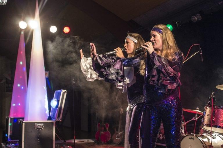 Se og hør ABBAs sange live