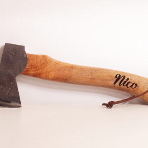 friluftsyxa / campingyxa med trähandtag och personlig gravyr, personlig present