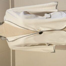 Brunelli Cucinelli witte blazer vooraanzicht
