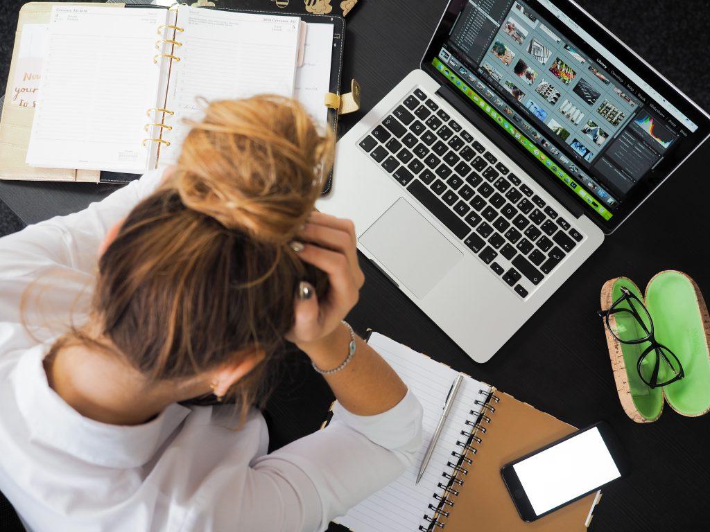 Ein übervoller Terminkalender verursacht Stress