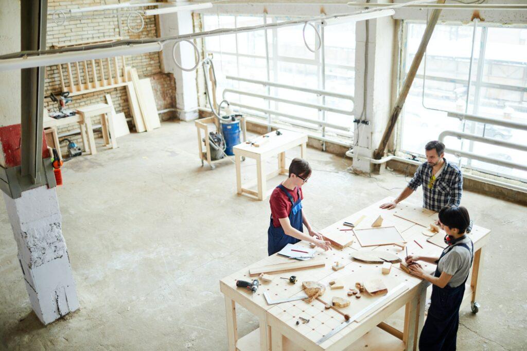 Hos tømrer Amager leverer vi skræddersyede løsninger til dine bygnings- og tømrerbehov