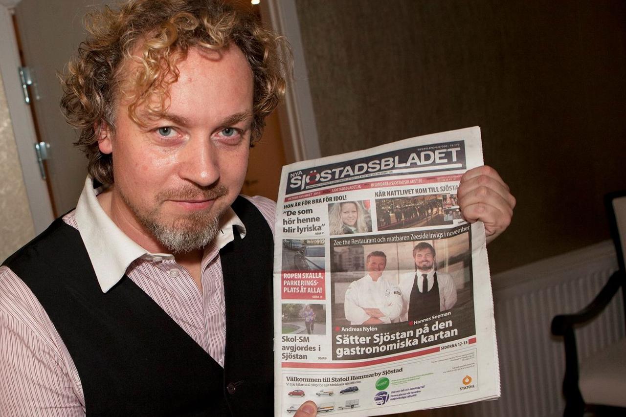 Eric Gadd läser lokaltidningen