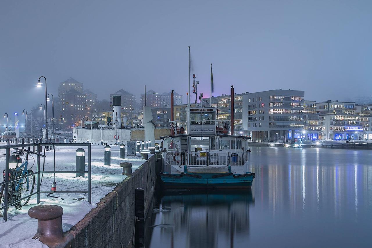 Färjan dimma i Hammarby sjö