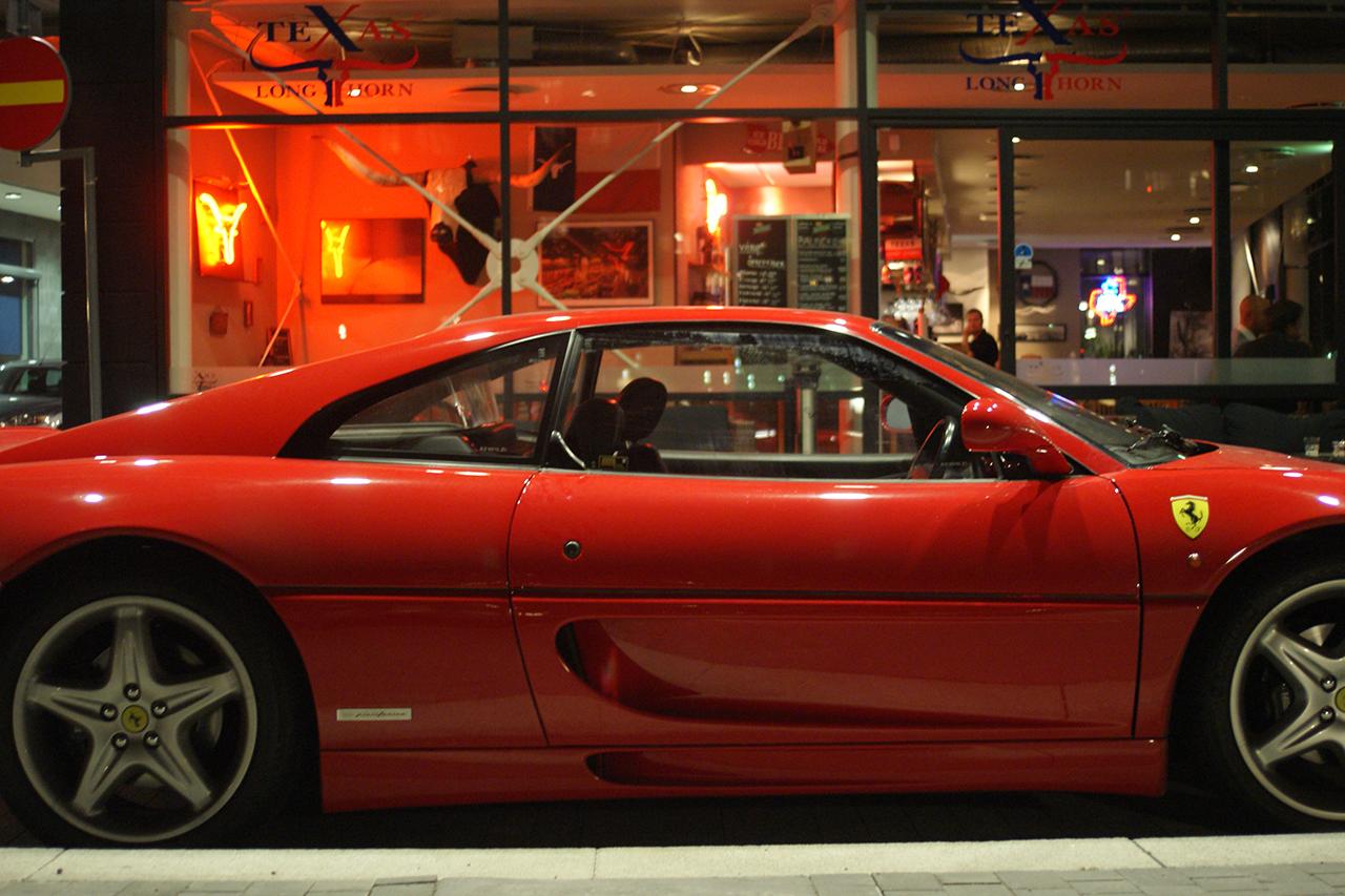 Ferrari utanför Texas Longhorn