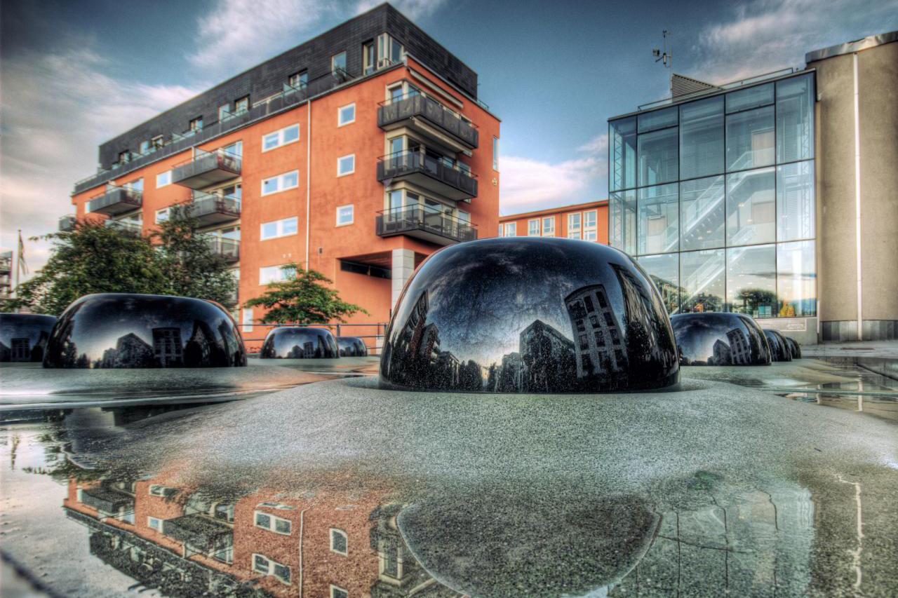 Glashus Ett i Hammarby Sjöstad med fontän