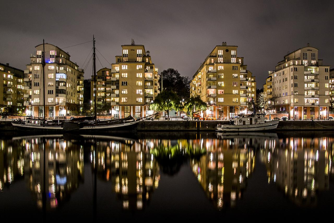 Hammarbykanal ligger spegelblank