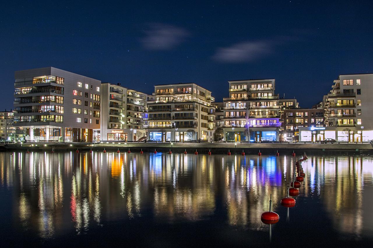 Henriksdalshamnen i Hammarby Sjöstad, natt