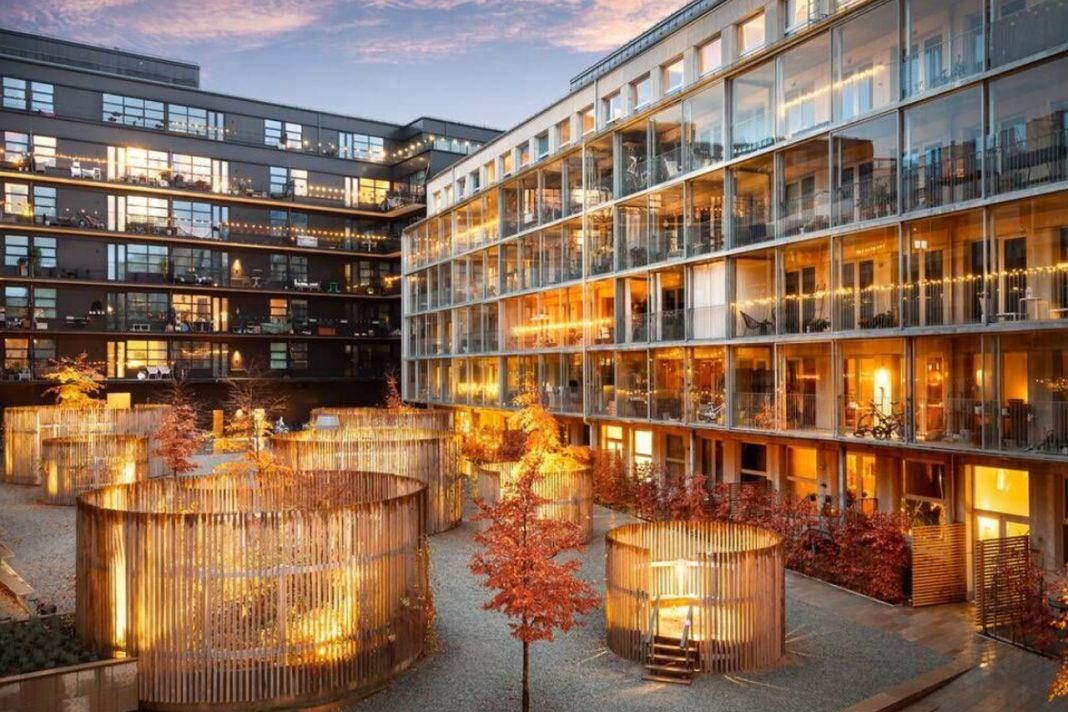 Innergård i Hammarby Sjöstad 2020