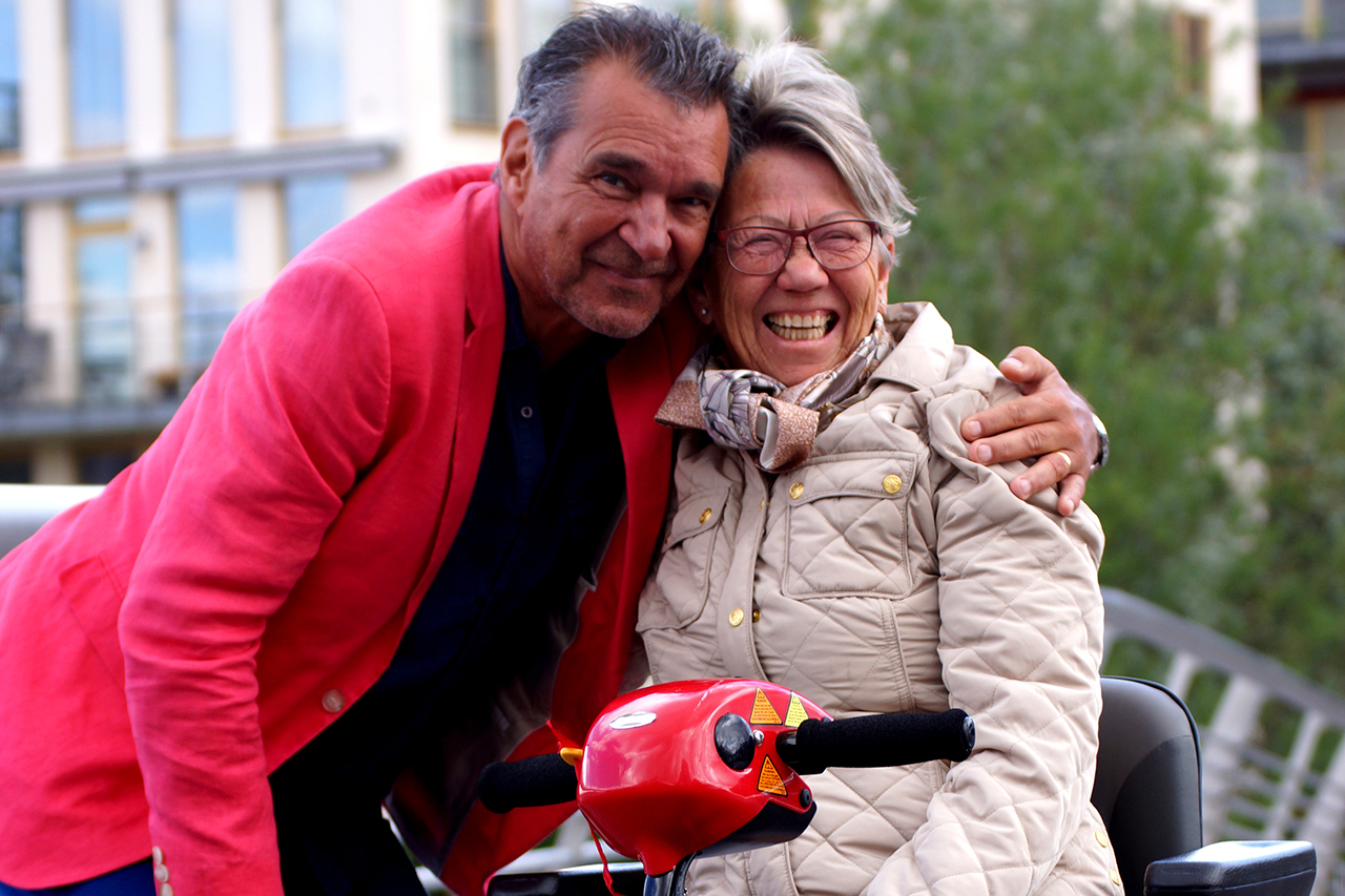 Kjelle Bergqvist kramar om en Sjöstadskvinna i hammarby Sjöstad
