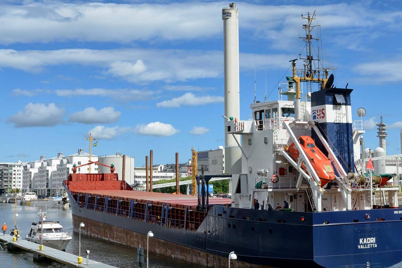 Lastfartyg KADRI Valletta Hammarby kanal