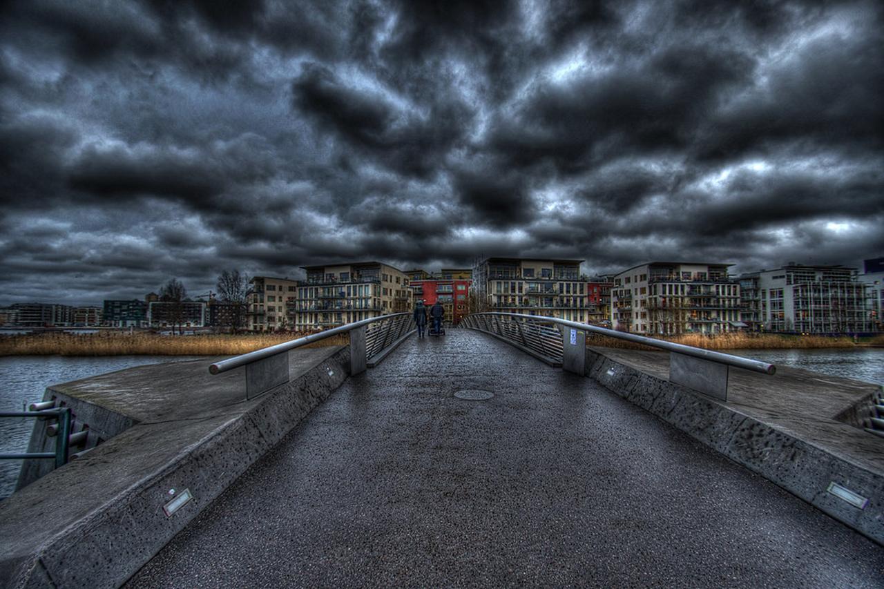Oväder över Sicklauddsbron i sjöstan