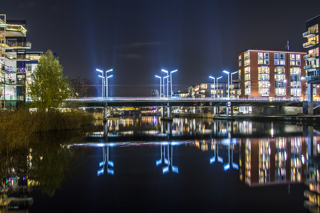 Sicklabron över Sickla kanal, kväll