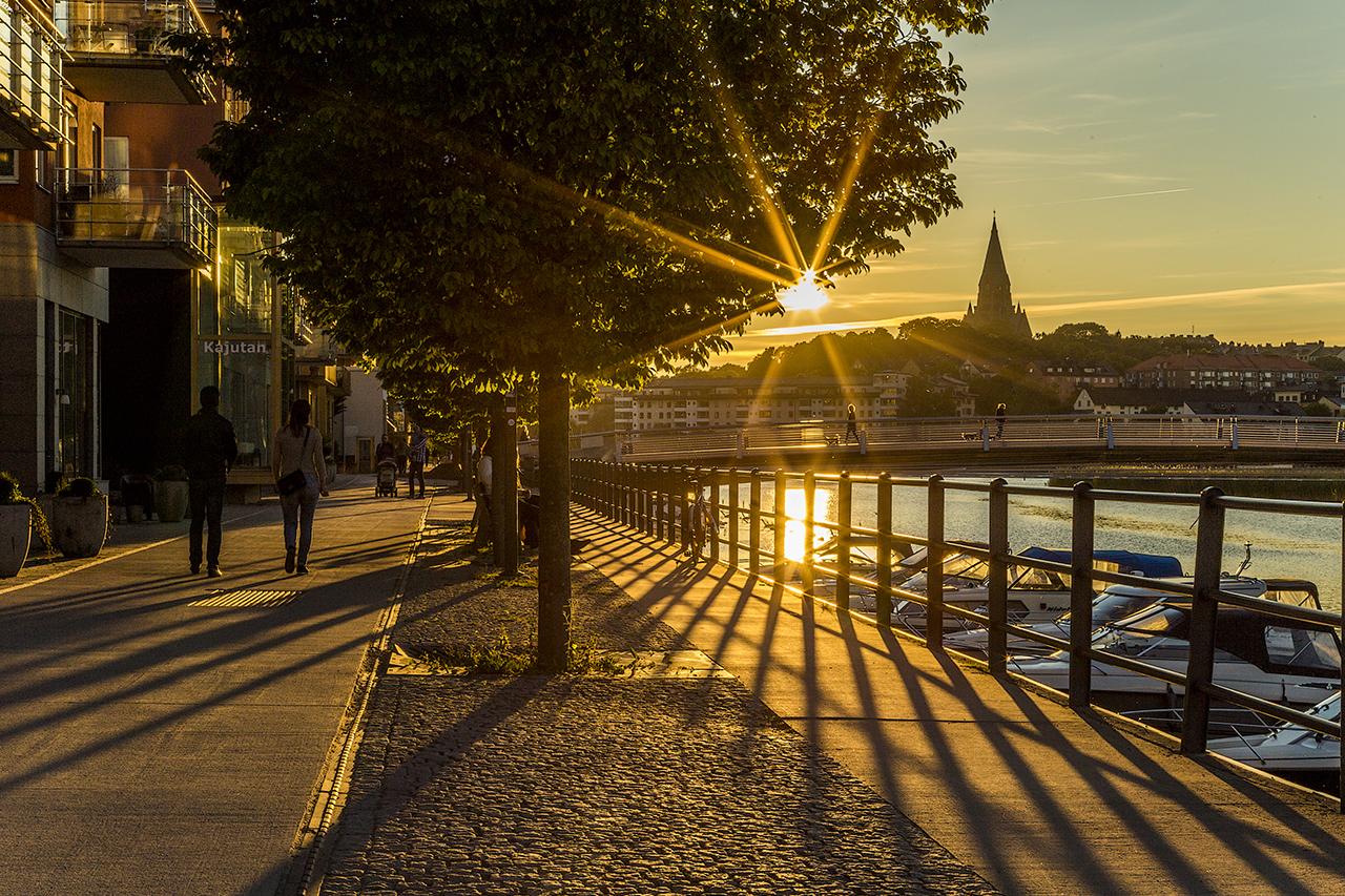 Solen lyser över hammarby Sjöstad