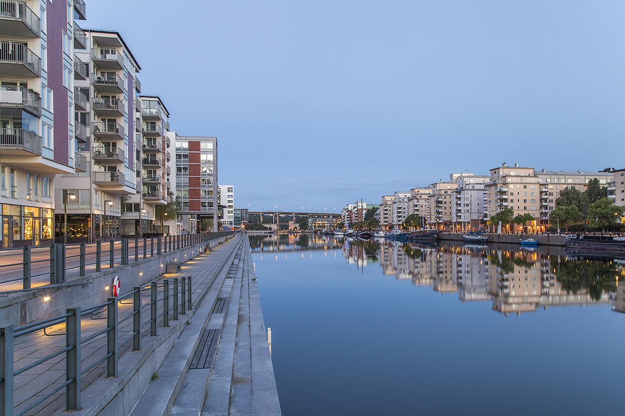 Spegelblank Hammarby kanal