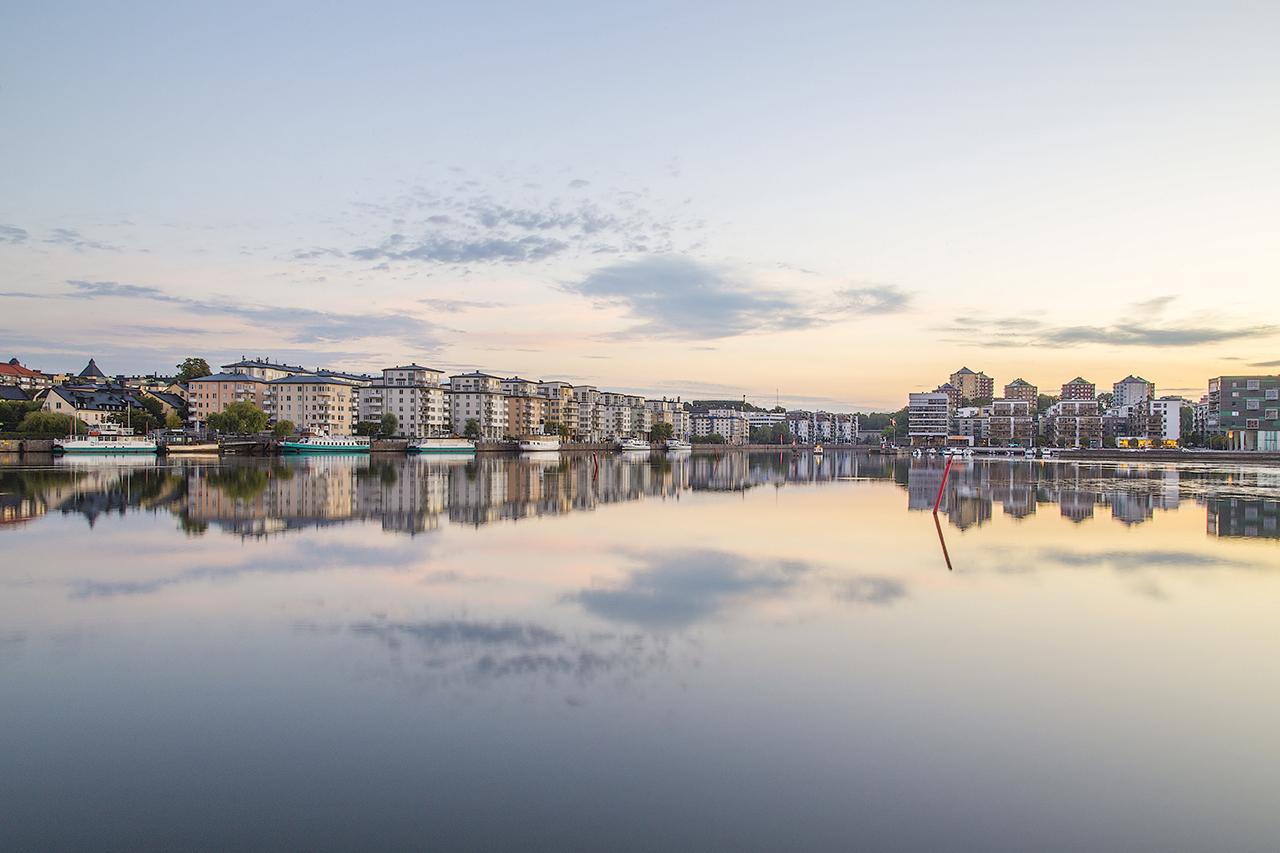 Spegelblank Hammarby sjö