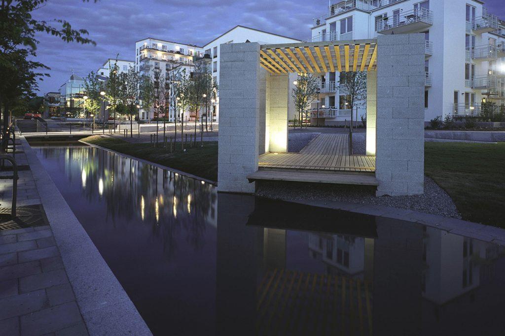 Spegelblank Sjöstadsparterr i hammarby Sjöstad
