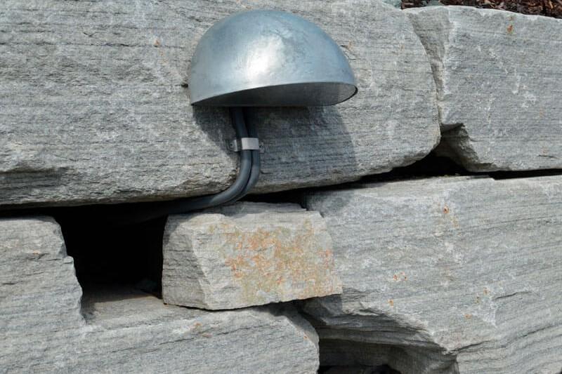 Integrert lyssetting i støttemur