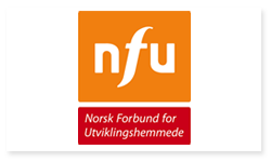 Logoen til NFU - Norsk Forbund for Utviklingshemmede. Øverst i logoen er det en oransje firkant med de hvite bokstavene NFU inne i firkanten. Nedenfor firkanten er det en rød rektangulær boks med den hvite teksten: Norsk Forbund for Utviklingshemmede.