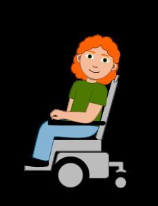 Illustrasjon En elev med rødt krøllete hår. Hun har på seg en grønn genser og en blå bukse. Jenta kjører i sin elektriske rullestol.