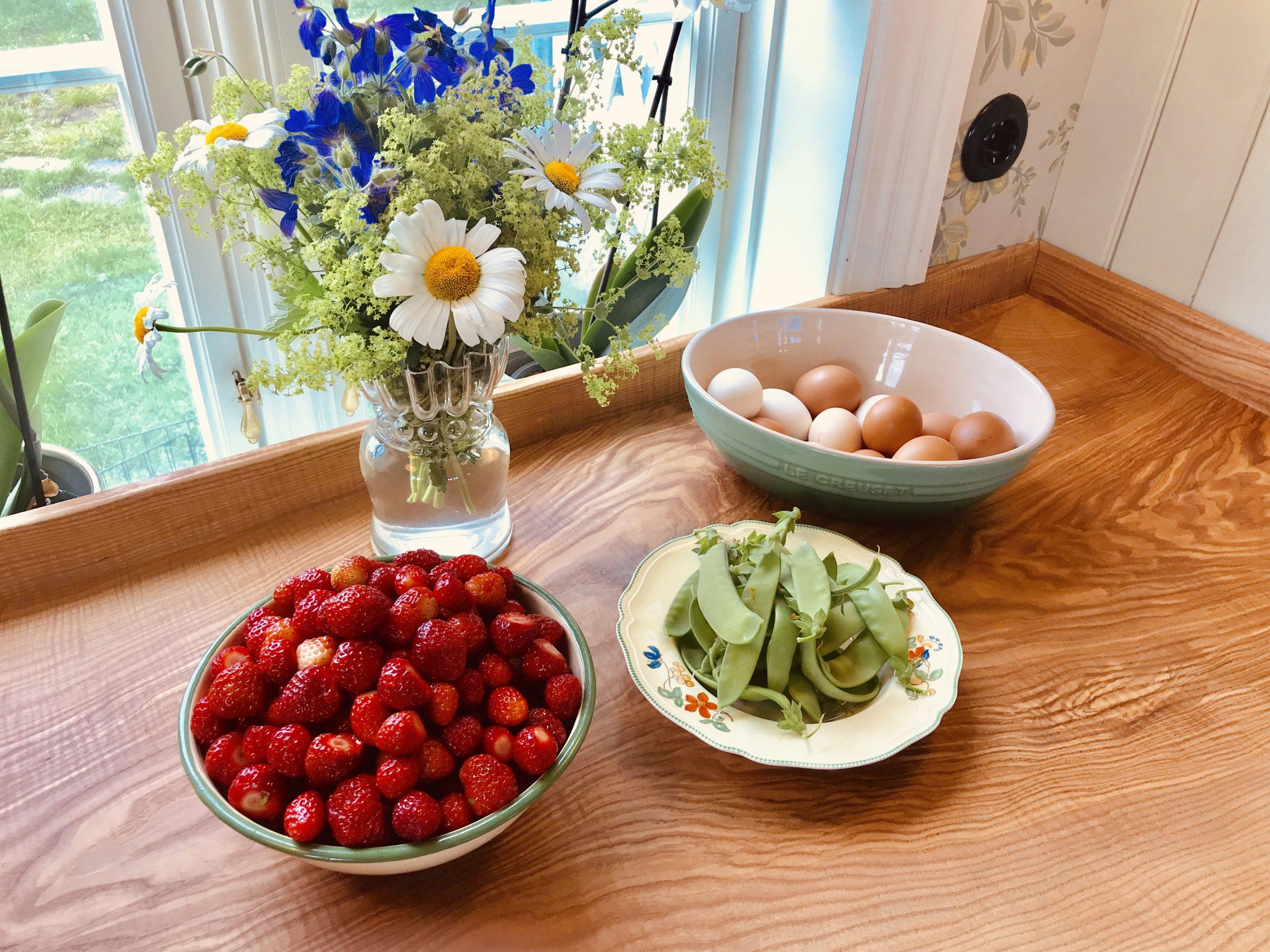 Nydelig jordbærsyltetøy på et blunk