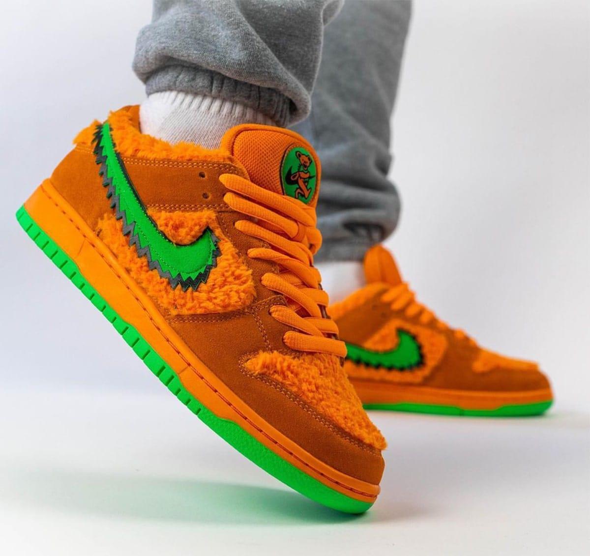 Grateful-Dead-x-Nike-SB-Dunk-Low-Orange-Bear-CJ5378-800-1