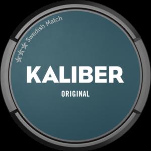 Om produkten Kaliber Original Portionssnus Kaliber Original Portion har en traditionell snussmak, precis som de flesta är vana vid. Inslag av citrus och bär och återfuktad för att snabbt frigöra smakerna. Kaliber Original Portion är en nysatsning från Swedish match inom värde-segmentet av snus, precis som Kronan. Fakta om produkten Varumärke Kaliber Produkttyp Original portion Vikt 0.3704 Styrka Normal Nikotinhalt 8 mg/g Innehåll/förpackning (gram) 18 Snustyp Portion Format Normal Producent Swedish Match snushandel nyköping snusbutiken påljungshage köpcentrum tobak