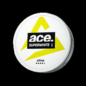 ACE Superwhite Citrus Slim All White, ett perfekt val för dig som vill njuta av något uppfriskande och stimulerande på ett diskret sätt. Dessa tobaksfria nikotinpåsar levererar en frisk och syrlig citrussmak tillsammans med kraftfulla och extra starka nikotinkickar (9 mg/portion). Den innovativa växtfiberfyllningen som används ger nikotinpåsar en helvit karaktär, något som eliminerar risken för att de skulle färga av sig på tänderna samtidigt den minimerar rinnandet. Kombinerar detta med deras bekväma slim-format och du får något riktigt diskret som levererar en långvarig frisättning av både smak och nikotin. Om produkten ACE Cool Mint All White Portion Ace Cool Mint All White Portion är ett helt nytt All White från snustillverkaren Ministry Of Snus i Danmark. Cool Mint har 18 mg/g nikotin och varje dosa innehåller 24 st prillor. Ace är en helt ny All White Portion som innehåller mycket nikotin men ingen tobak. Om produkten ACE Eucalyptus All White Portion ACE Eucalyptus All White Portion är ett helt nytt All White från snustillverkaren Ministry Of Snus i Danmark. ACE Eucalyptus har 18 mg/g nikotin och varje dosa innehåller 24 st prillor. Fakta om produkten Varumärke Ace Produkttyp All White Portion Styrka Starkt Nikotinhalt 18 mg/g Innehåll/förpackning 12 g Snustyp All White Format Slim Producent Ministry Of Snus snushandel i nyköping ab ace superwhite snus, Om produkten ACE Extreme Cool All White Portion ACE Extreme Cool All White Portion är ett helt nytt All White från snustillverkaren Ministry Of Snus i Danmark. Extreme Cool har 18 mg/g nikotin och varje dosa innehåller 24 st prillor. Ace är en helt ny All White Portion som innehåller mycket nikotin men ingen tobak.