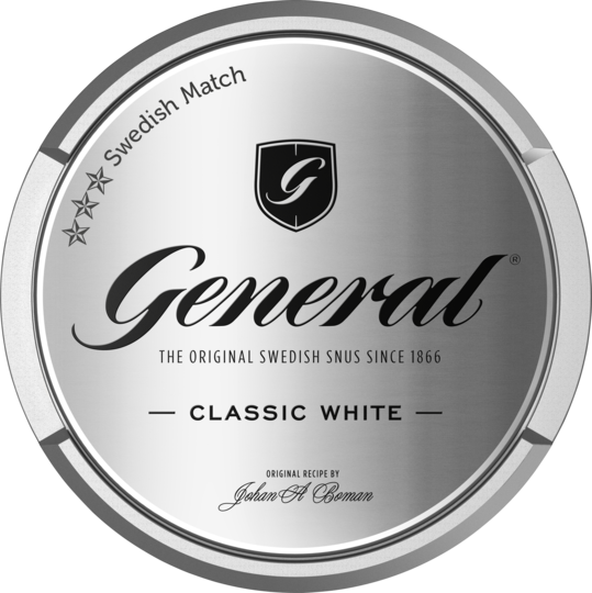 """Om produkten General White Portionssnus General White Portion är en white-version av den klassiska General Portion. Med sin fylliga och kryddiga tobakssmak, där du även hittar inslag av citrusaktiga kryddan bergamottoch te, torkat gräs och läder. Kombinationen av kryddighet och syrlighet gör snuset välbalanserat. White-portionen gör att snuset är torrt utvändigt och rinner minimalt men är fuktigt inuti så att smaken blir långvarig. General är ett av världens största snusvarumärken och säljs i enorma mängder i Sverige och runt om i Europa. Ett populärt varumärke i 1800-talets slut och än idag. Namnet General har, till skillnad från vad man kan tro, inget att göra med den militära rangen. General kommer från orden """"generell"""" eller""""allmän""""och hänvisar till ett """"General-snus"""" - ett allmänt snus. General har satt standarden för vad snus är, både i Sverige och resten av världen."""