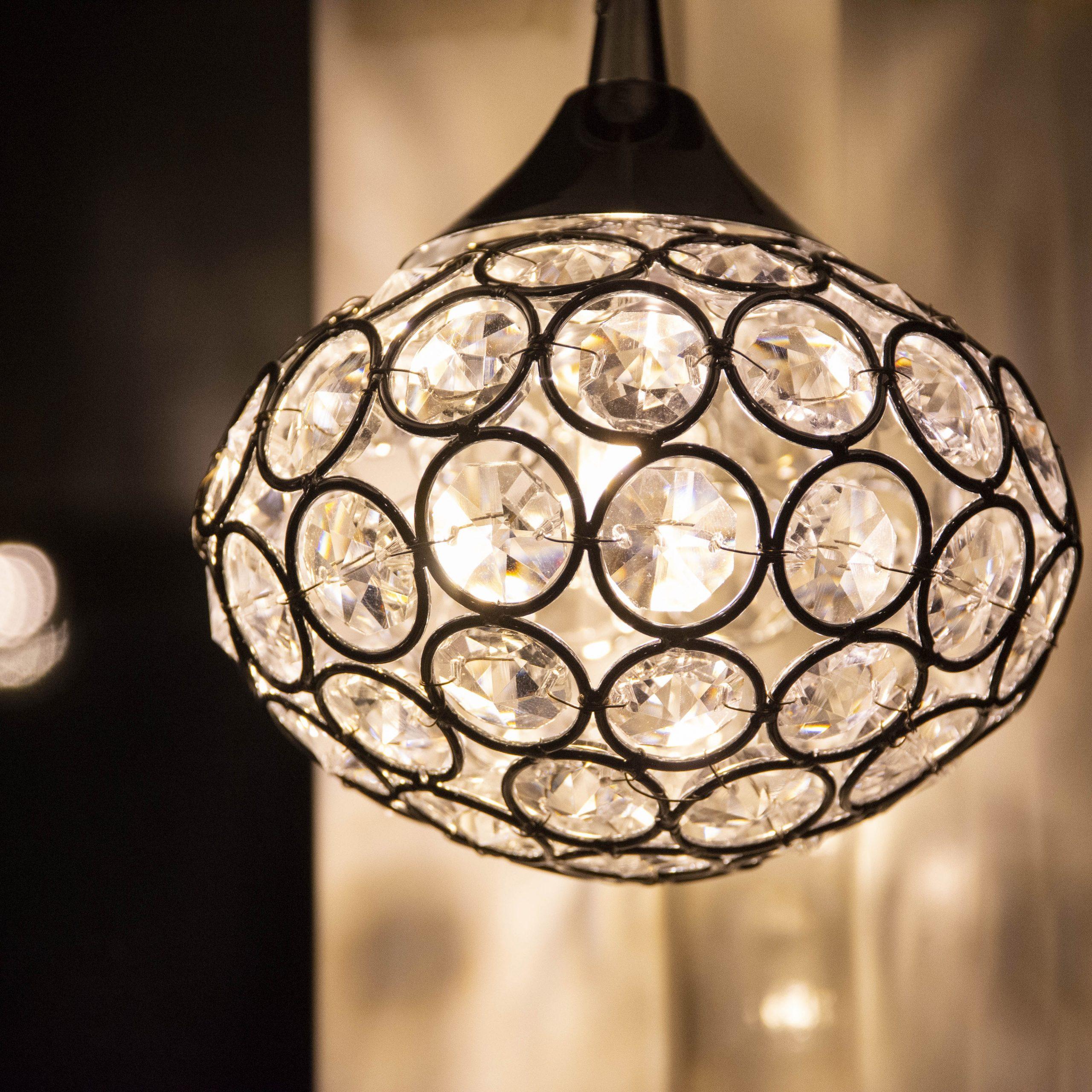 Ett vackert ovalt ljus med kristall-liknande utseende