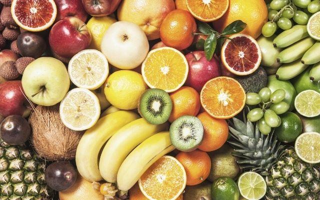 fruktkorgar med frukt