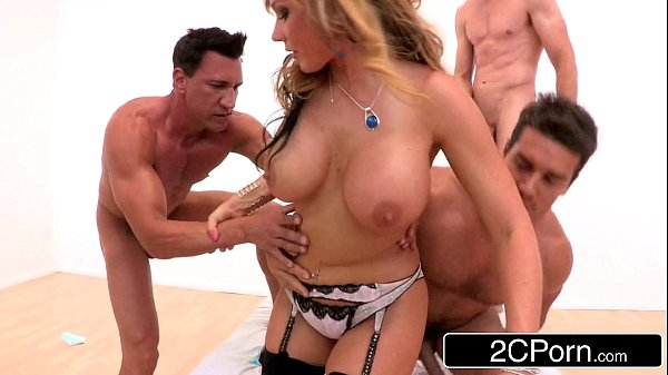 Big Tit MILF Nikki Sexx Goes For Her First Time Gangbang