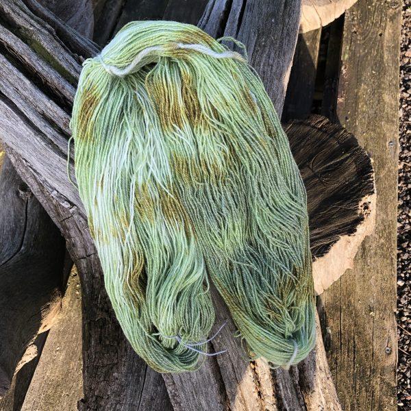 Håndfarvet strømpegarn med bomuld.