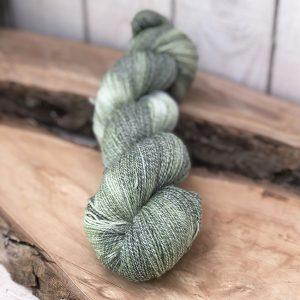 Strømpegarn med bomuld håndfarvet af sokkegarn
