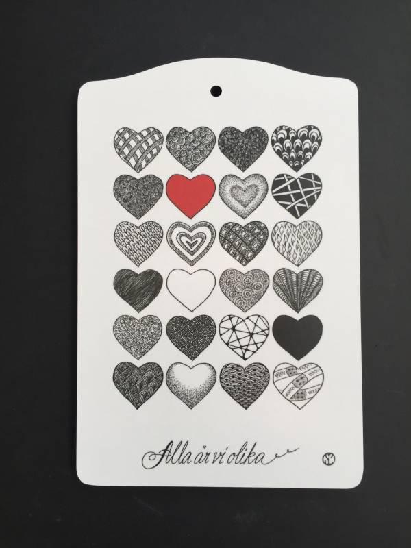 skärbräda med hjärtan svartvitt
