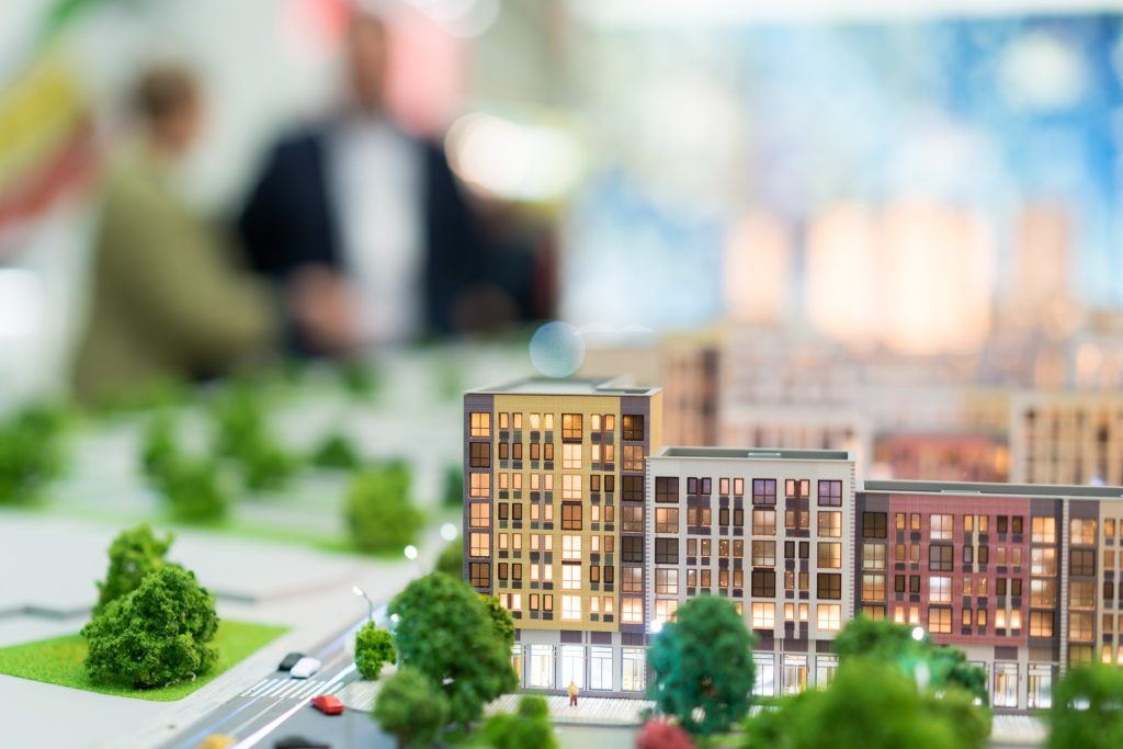 Hvordan bliver man ejendomsmægler? Hvilken uddannelse skal man tage hvis man ønsker at blive mægler?