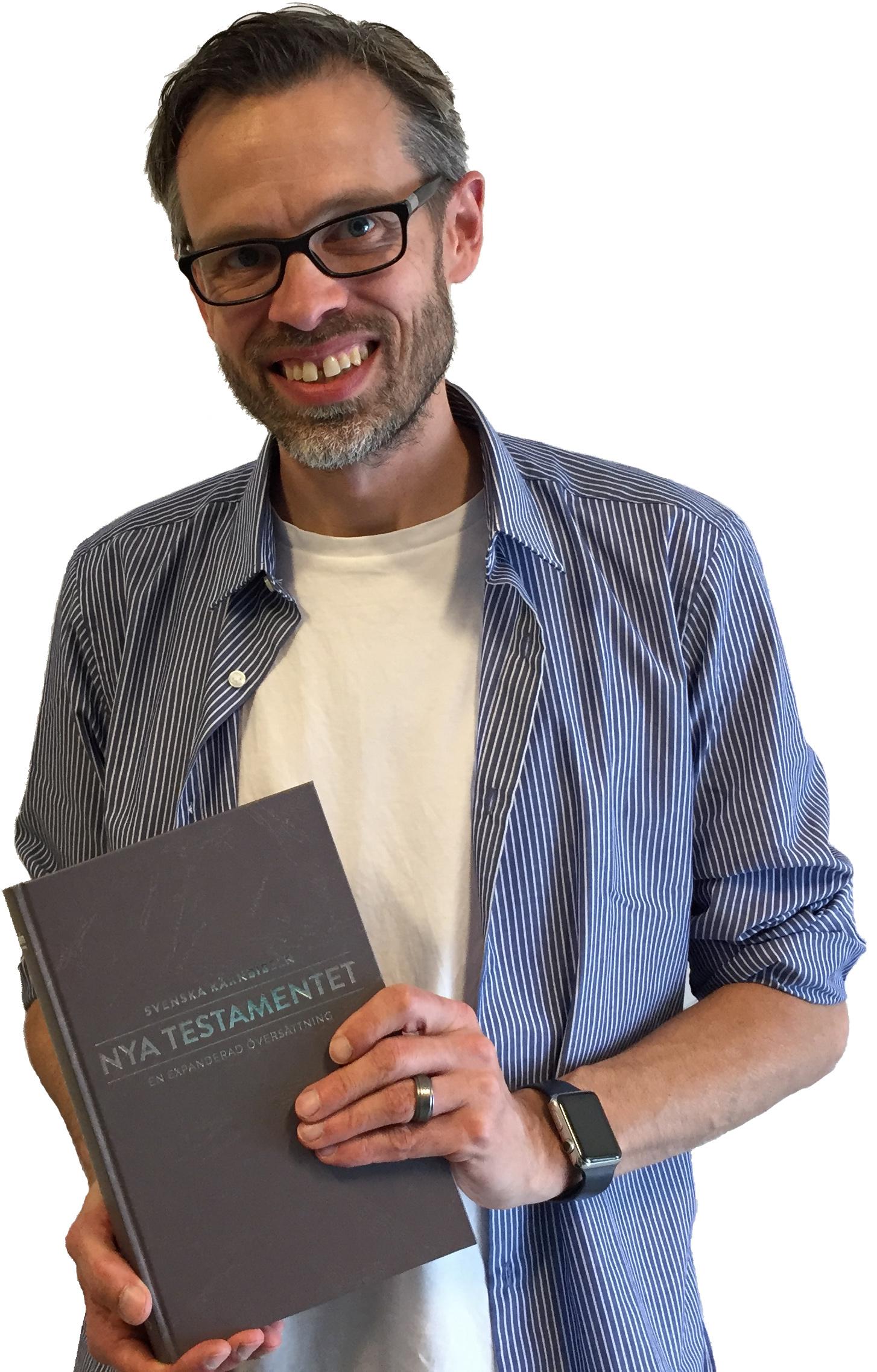 Jonas Bergsten med Kärnbibeln
