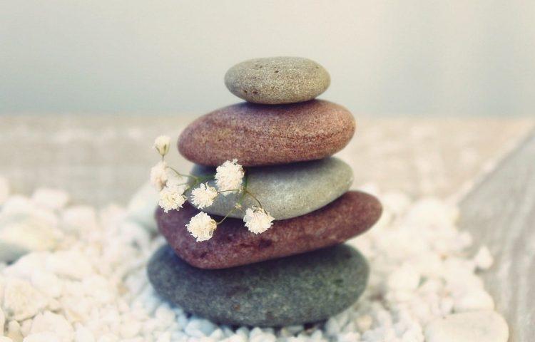 thumbnail_stones-1058365_1920