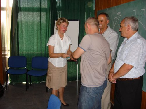 Kosovo 2007: Handing over Certificates to Course Participants