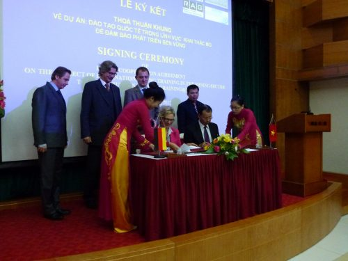 Vietnam 2012: Signing Ceremony for the Project Cooperation with VINACOMIN