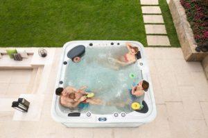 spa-outdoor-whirlpools-jacuzzi-in-garten04267371861
