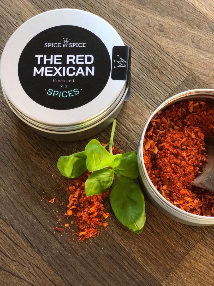 rødt mexico krydderi i aludåse. Du kan både svitse dit kød i The Red Mexican, men det kan også røres i eks græsk yoghurt og benyttes som dressing til det mexikanske køkken.