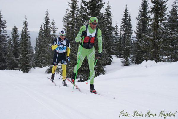 Anders Aukland drar på Eldar Rønning. De to overtok føringen før Sjusjøen og hadde samme rekkefølge i mål.  Foto: Stein Arne Nergård