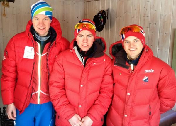 Sterk trio fra Frogner IL er topp motiverte et par timer før start. Fra venstre Amund Hoel, Ivar Ryttervold og Herman Martens Meyer.  Foto: Sportsmanden.no