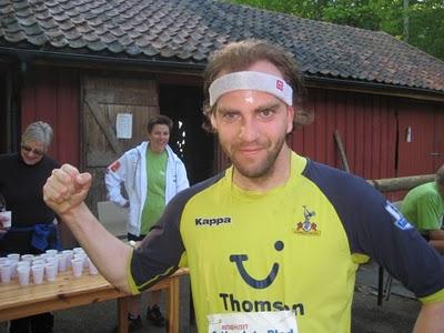 -Kom igjen, folkens! Jan Billy Aas er en av dem som har flest seiere i Follotrimmens historie - og i hvert fall de siste årene. Her etter løpet i Drøbak i 2010. Foto: Frode Monsen