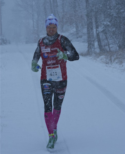 For løpet var ikke uten dramatikk. Slik så det nemlig ut på den første av de 5 rundene. Full vinter! Foto: Kondis.no