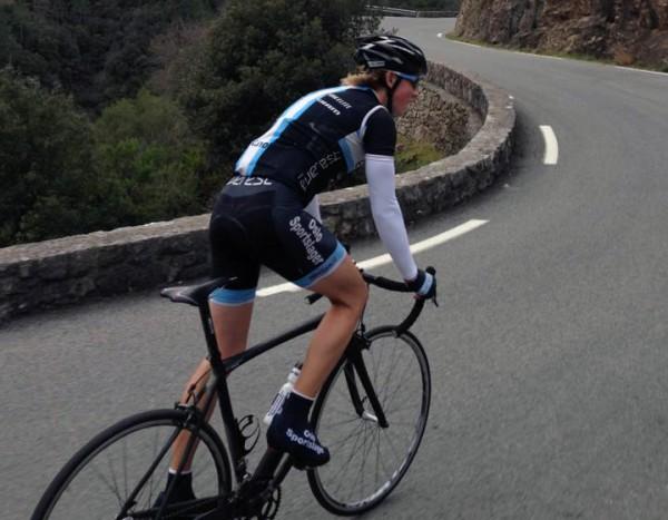 Men Hagen får stadig testet racersykkelen også. Som her, i en tøff motbakke i Nice. Foto: privat