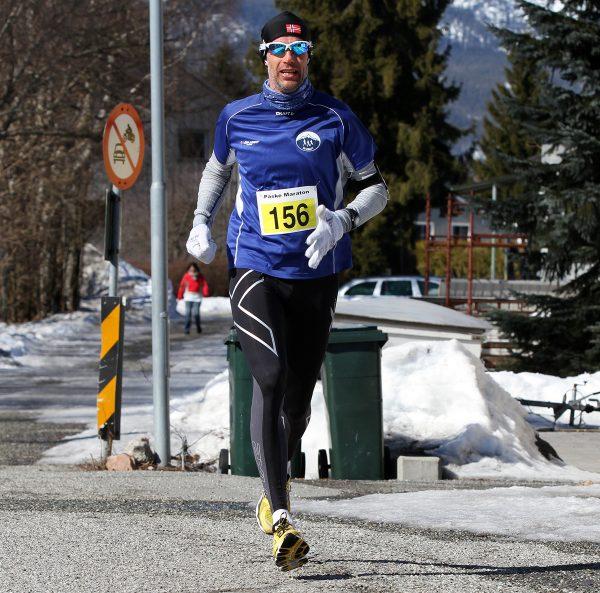 Dag Bern fra Sk Kraft, laget med flest deltakere, tok en flott 2.plass på helmaraton på 3.07.28. Foto: Bjørn Hytjanstorp