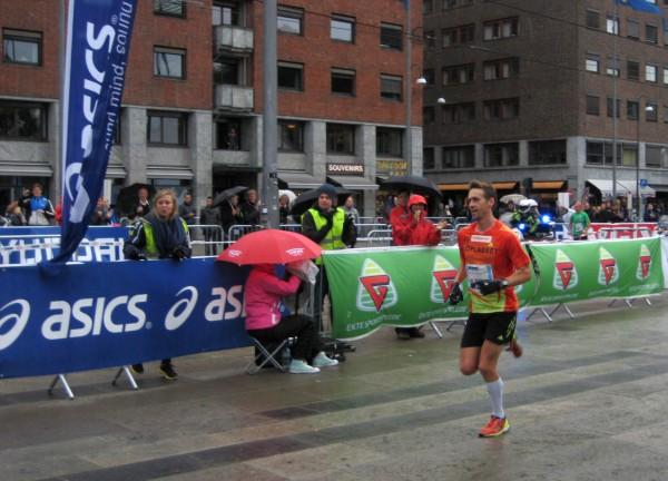 Øystein Sylta blir her norgesmester i Oslo maraton i fjor. Foto: Frode Monsen