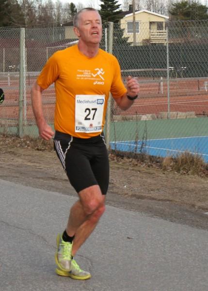 Steinar Lien konkurrerer mye. I Stomperudkarusellen ble det 5.plass totalt og seier i klasse 45-49 år på 39.43. Her i aksjon under Follotrimmen for et par uker siden. Foto: Trond T. Hansen